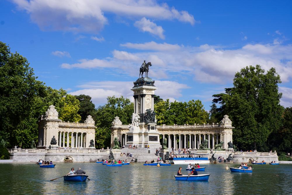 Park Retiro jest ulubionym miejscem mieszkańców Madrytu